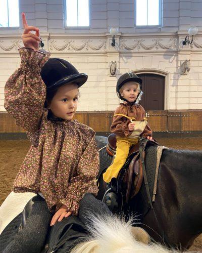 Ponyrijden tijdens de wandelles of kinderfeestje
